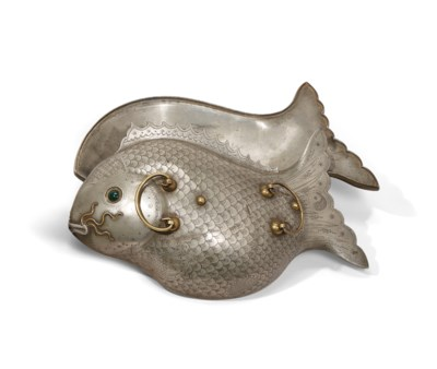 A PEWTER Fish-FORM FOOD-WARMER