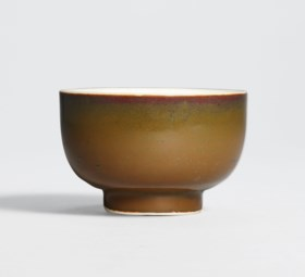 A SMALL DING PERSIMMON-GLAZED BOWL