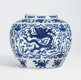A RARE BLUE AND WHITE 'DRAGON' JAR