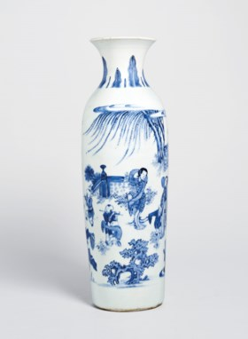 A BLUE AND WHITE 'FIGURAL' VASE