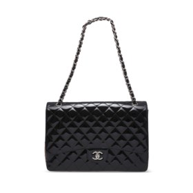 A BLACK PATENT LEATHER MAXI CLASSIC SINGLE FLAP BAG WITH SIL