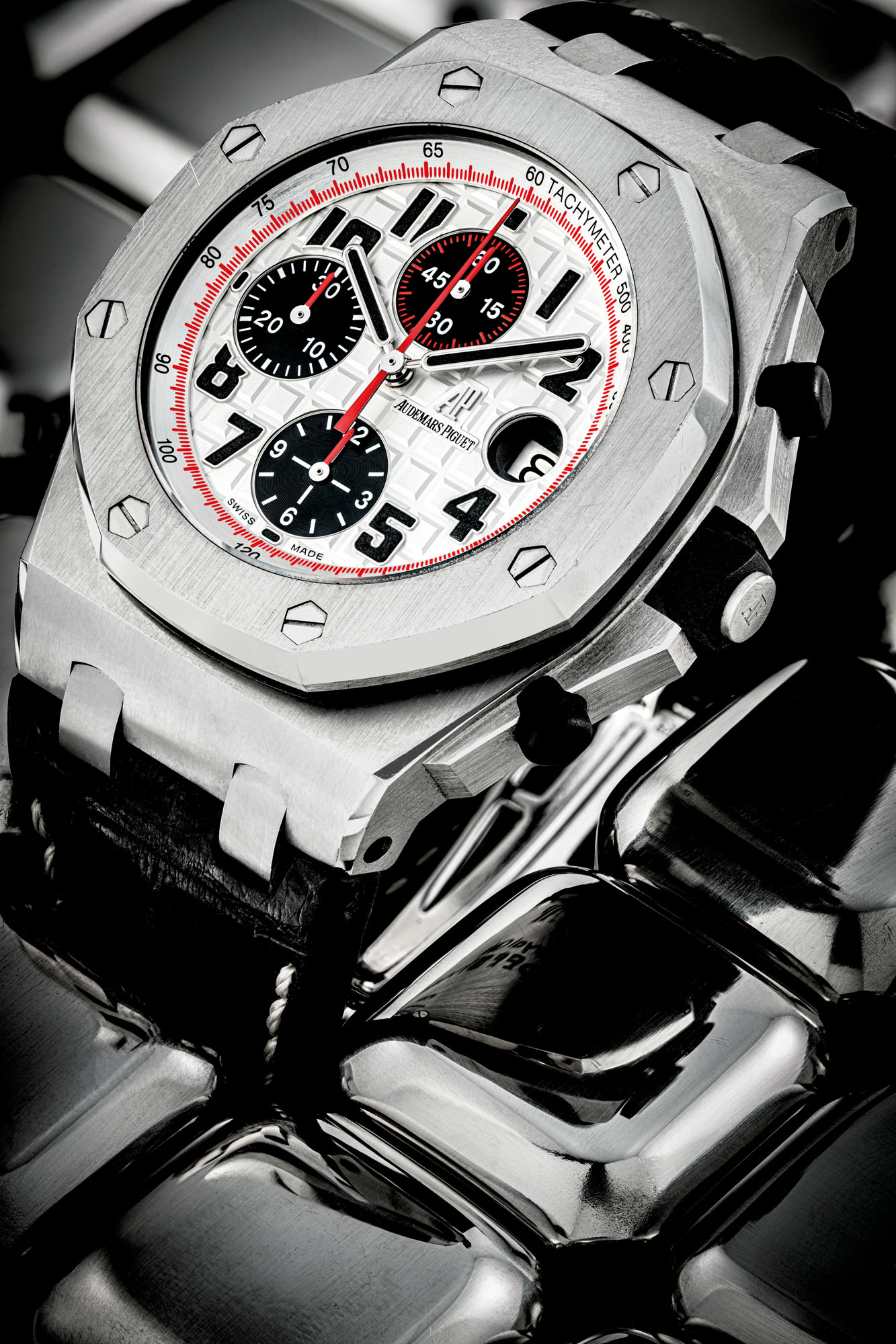 AUDEMARS PIGUET. A STAINLESS STEEL AUTOMATIC CHRONOGRAPH WRISTWATCH WITH DATE