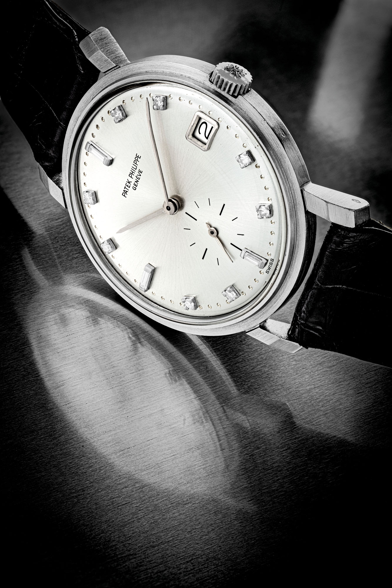 PATEK PHILIPPE. AN EXTREMELY RARE PLATINUM AND DIAMOND-SET AUTOMATIC WRISTWATCH WITH DATE
