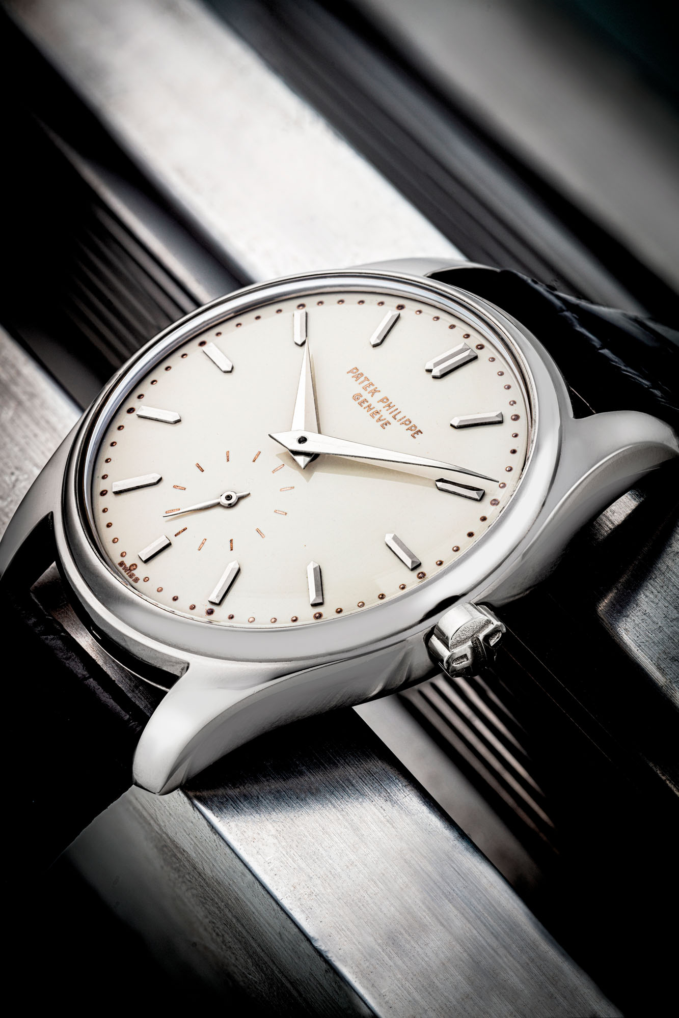 PATEK PHILIPPE. AN EXTREMELY RARE AND HIGHLY ATTRACTIVE 18K WHITE GOLD AUTOMATIC WRISTWATCH WITH ENAMEL DIAL, REF. 2526, MANUFACTURED IN 1958