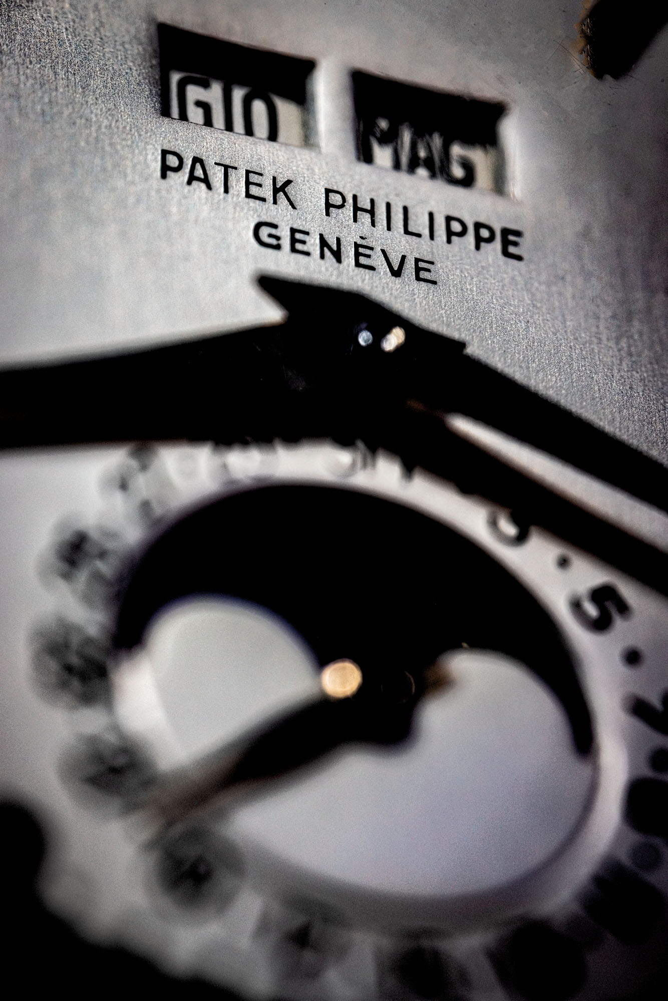 PATEK PHILIPPE. A FANTASTICALLY WELL PERSERVED 18K WHITE GOLD AUTOMATIC PERPETUAL CALENDAR WRISTWATCH WITH MOON PHASES