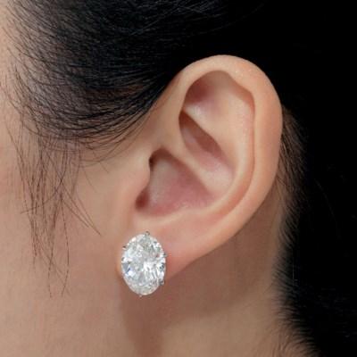 IMPORTANT DIAMOND EAR STUDS