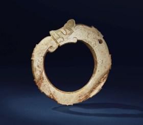 A JADE 'DRAGON' NOTCHED RING, YAHUAN