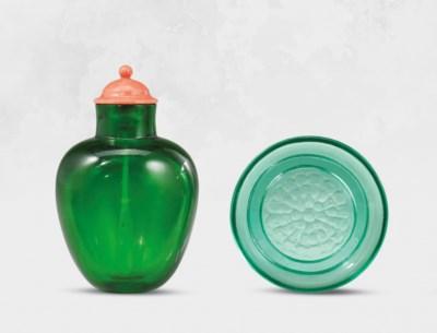 AN EMERALD-GREEN GLASS SNUFF B