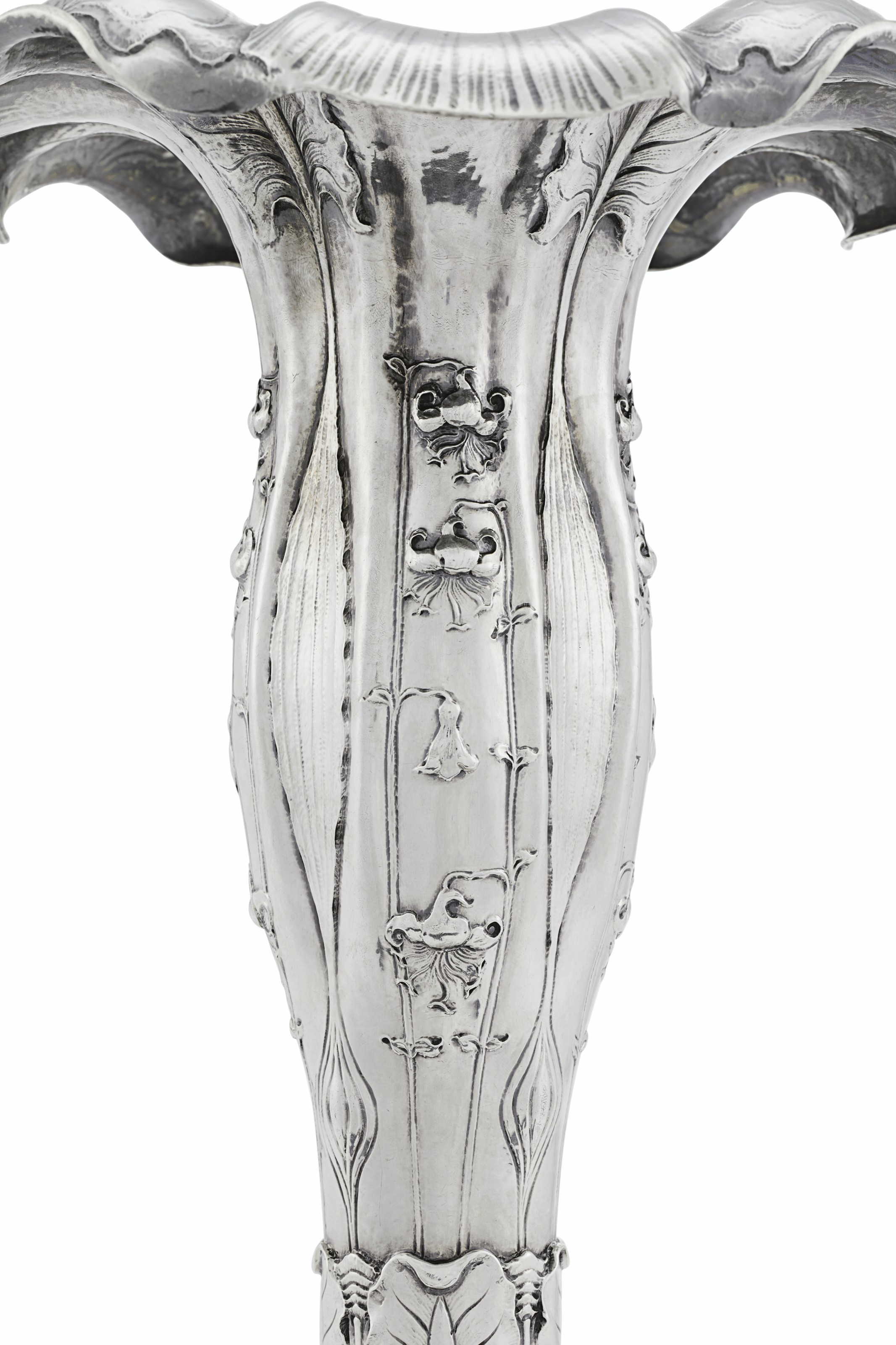 1900 PARIS EXPOSITION UNIVERSELLE: A NEAR PAIR OF AMERICAN SILVER VASES
