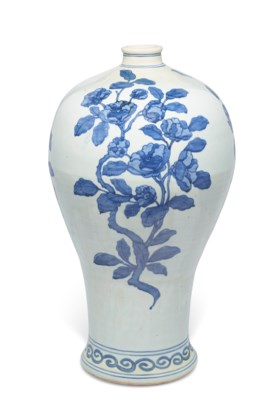 A LARGE BLUE AND WHITE VASE, MEIPING