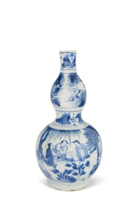 A BLUE AND WHITE DOUBLE-GOURD-FORM VASE