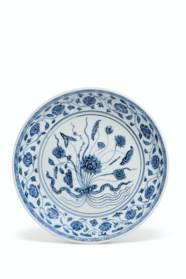 A BLUE AND WHITE 'LOTUS BOUQUE