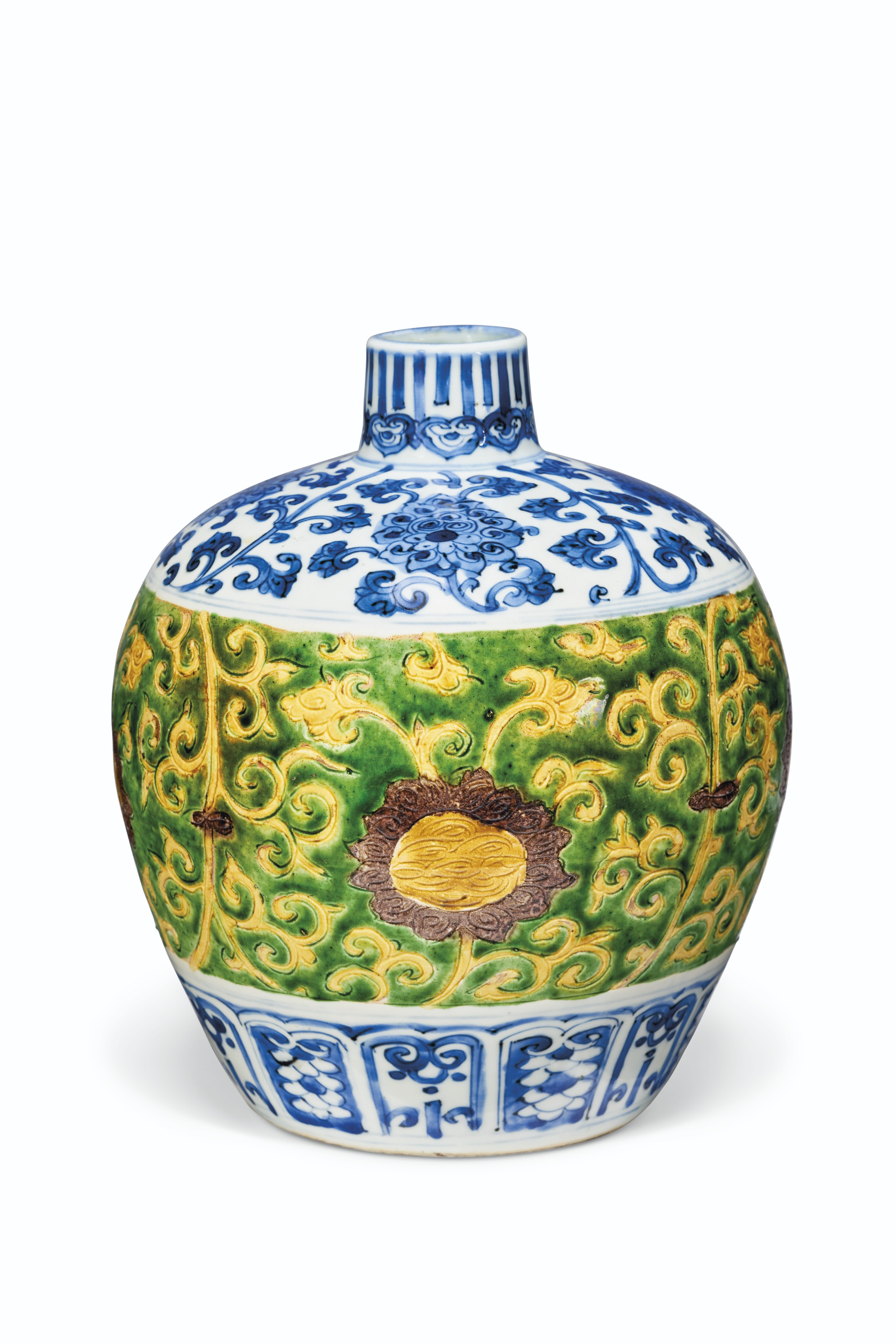 A RARE BLUE AND WHITE AND YELLOW, GREEN AND AUBERGINE-ENAMELED INCISED OVOID VASE