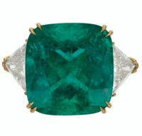 AN IMPRESSIVE EMERALD AND DIAMOND RING, DAVID WEBB