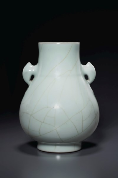 A GUAN-TYPE HU-FORM VASE