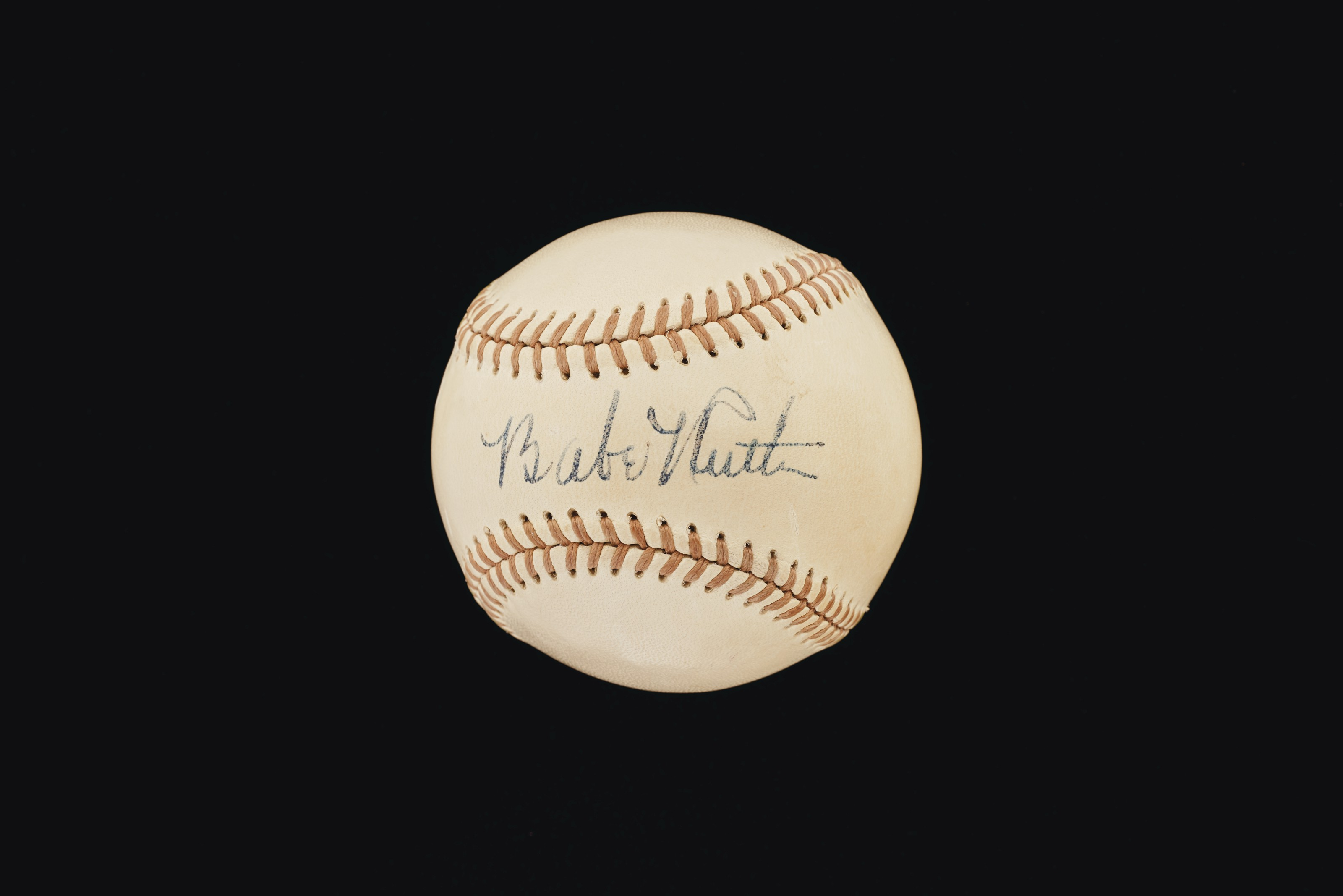 Very fine Babe Ruth Single Signed Baseball c.1940s (PSA/DNA 7 NM)