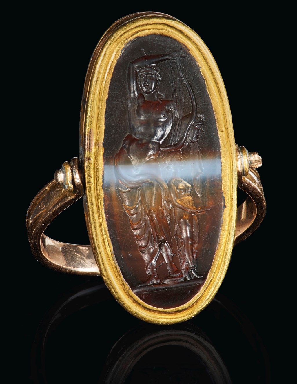AN ITALIC BANDED AGATE RINGSTONE WITH APOLLO