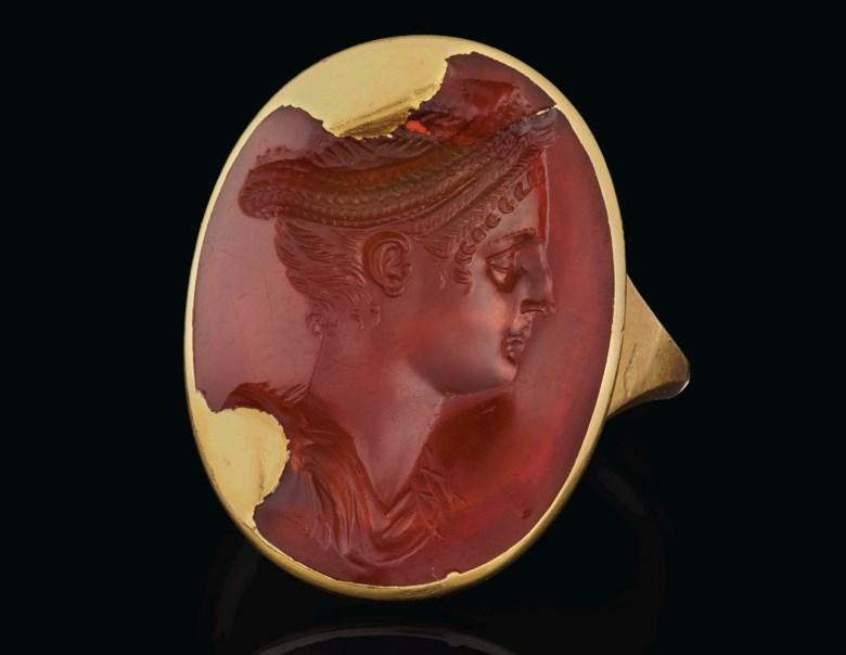 罗马萨宾娜皇后肖像红玉髓戒指宝石,约公元130年制。长⅞英寸(2.2公分)。此拍品于2020年6月16日在网上拍卖中售出,成交价250,000美元