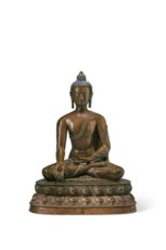 A LARGE BRONZE FIGURE OF BUDDH