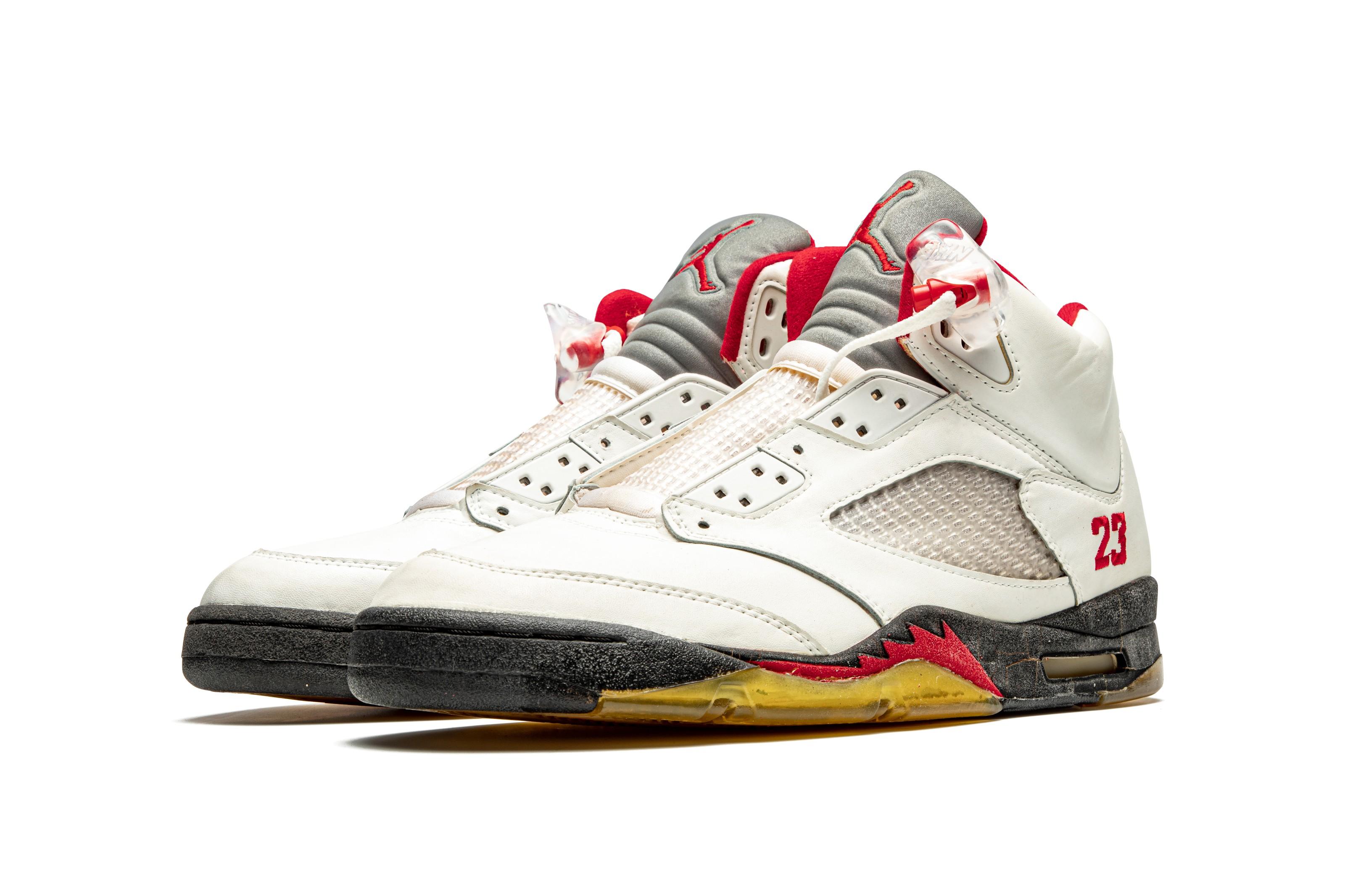 "Tulipanes Frágil Matrona  Air Jordan 5 ""Fire Red,"" Player Exclusive Sneaker, Nike, 1990 | Christie's"