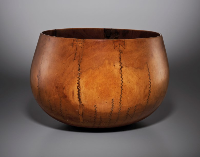 Hawaiian bowl, Hawaiian Islands archipelago. Diameter 14¼ in (36 cm). Estimate €15,000-25,000. Offered in African, Oceanic and North American Art on 29 June 2020 at Christie's in Paris