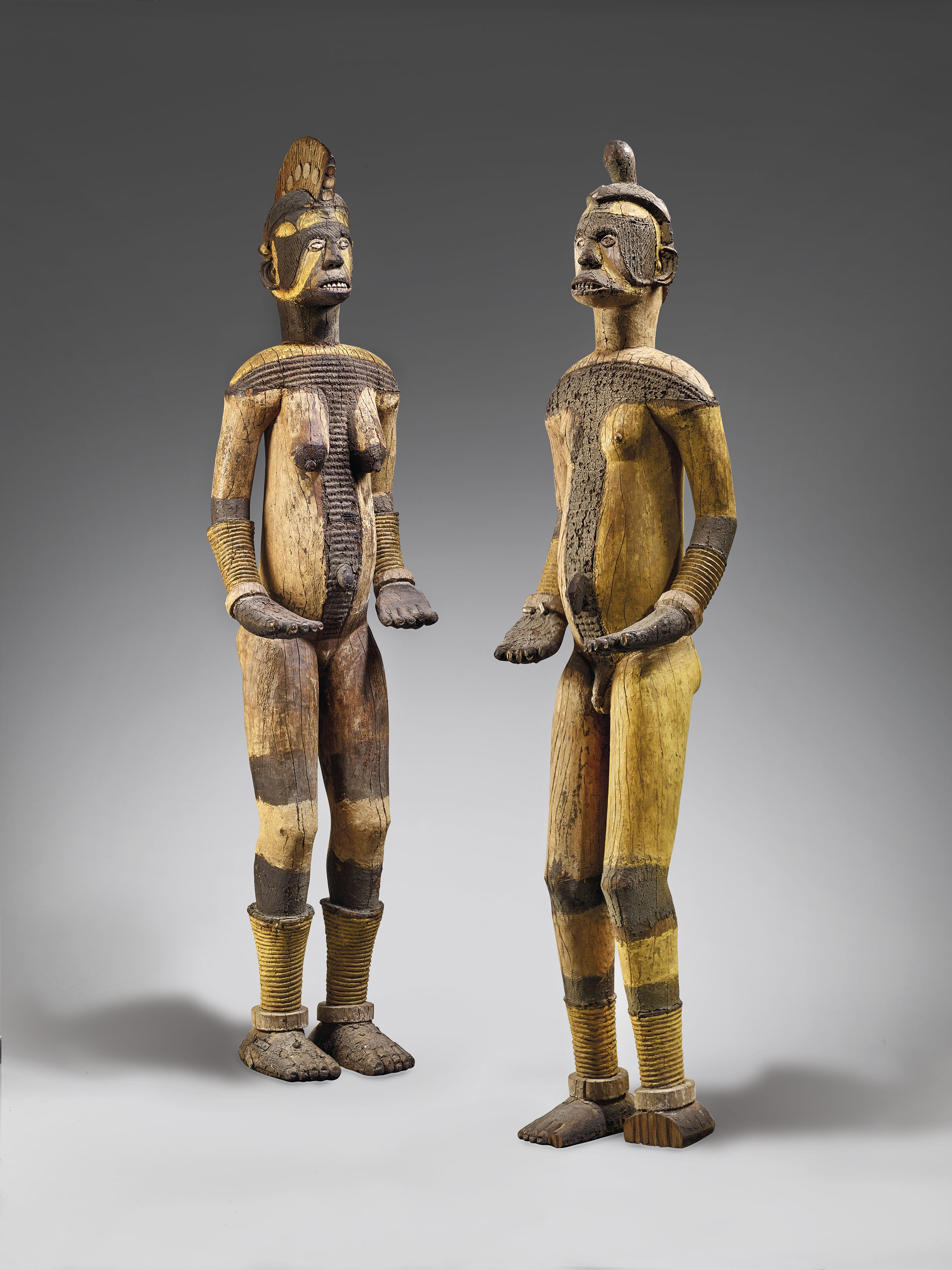 PAIRE DE STATUES IGBO ATTRIBUÉE AU MAÎTRE D'AWKA A COUPLE OF IGBO FIGURES ATTRIBUTED TO THE AWKA MASTER