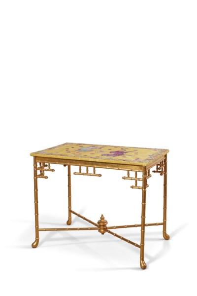 TABLE DE STYLE VICTORIEN