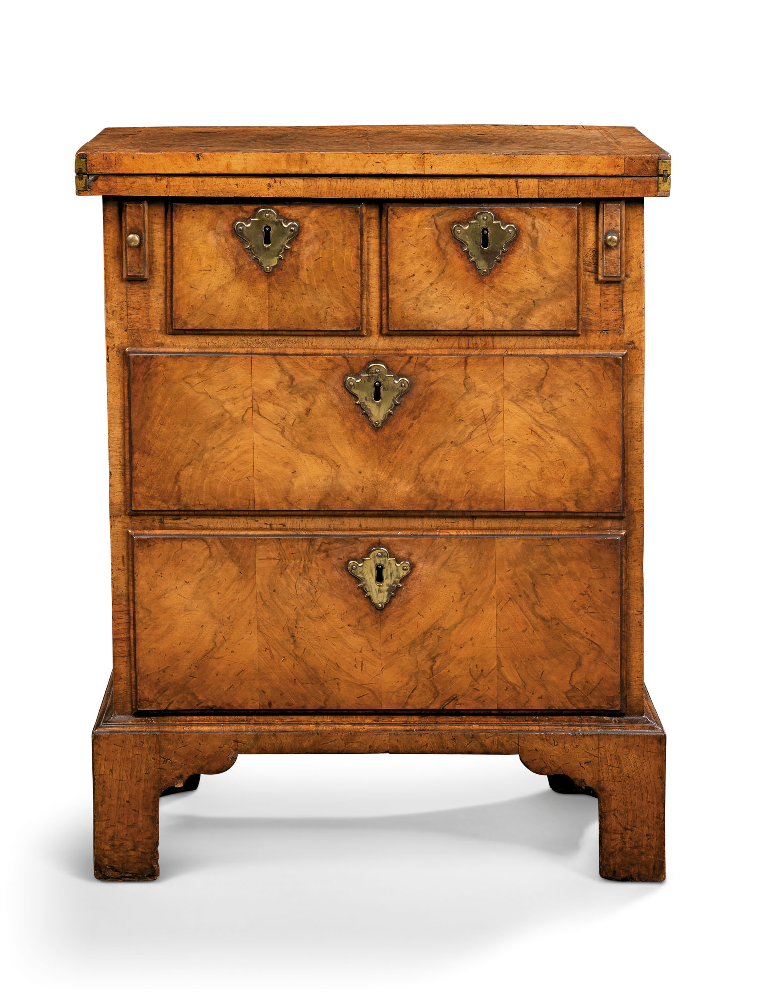A GEORGE I WALNUT SMALL BACHELOR'S CHEST
