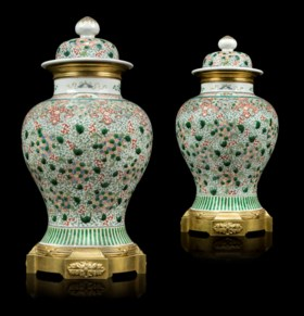 A PAIR OF FRENCH ORMOLU-MOUNTED CHINESE PORCELAIN VASES AND