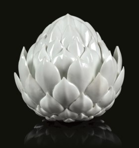 A GERMAN PORCELAIN WHITE ARTICHOKE SMALL TUREEN AND COVER