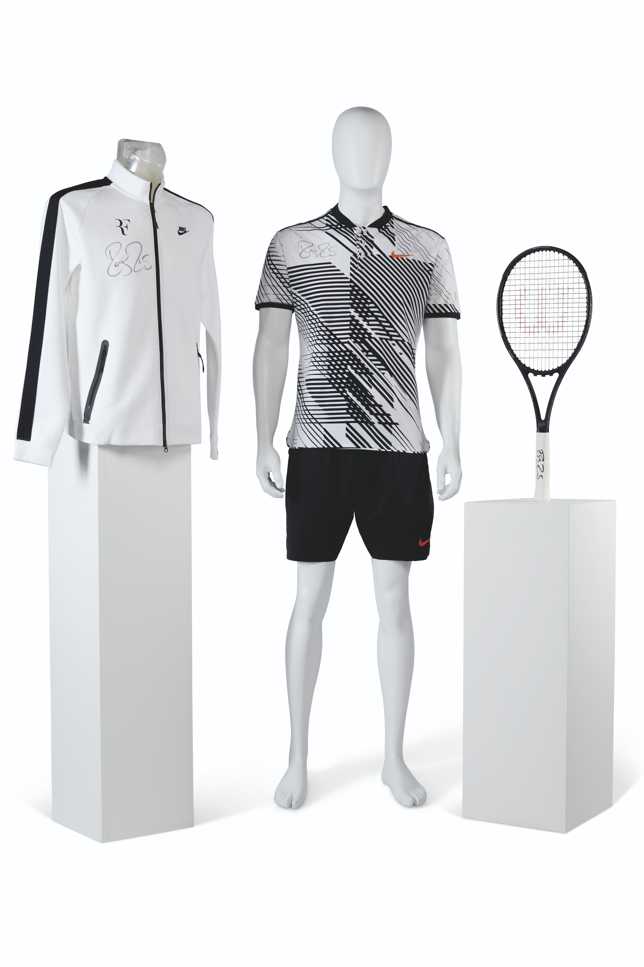ROGER FEDERER'S CHAMPION OUTFIT AND RACKET