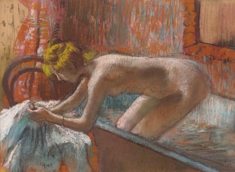 艾德加‧德加(1834-1917) 《出浴女子》,约1886至1889年作。粉彩 单刷板画 纸本 裱于画板。11 38 x 15 38英寸(28.7 x 39公分),估价:1,300,000 - 1,800,000 英镑。此作将于6月30日佳士得伦敦二十及二十一世纪艺术:伦敦晚间拍卖呈献