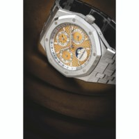 AUDEMARS PIGUET. AN EXTREMELY RARE PLATINUM LIMITED EDITION AUTOMATIC PERPETUAL CALENDAR WRISTWATCH WITH MOON PHASES, LEAP YEAR INDICATION AND BRACELET