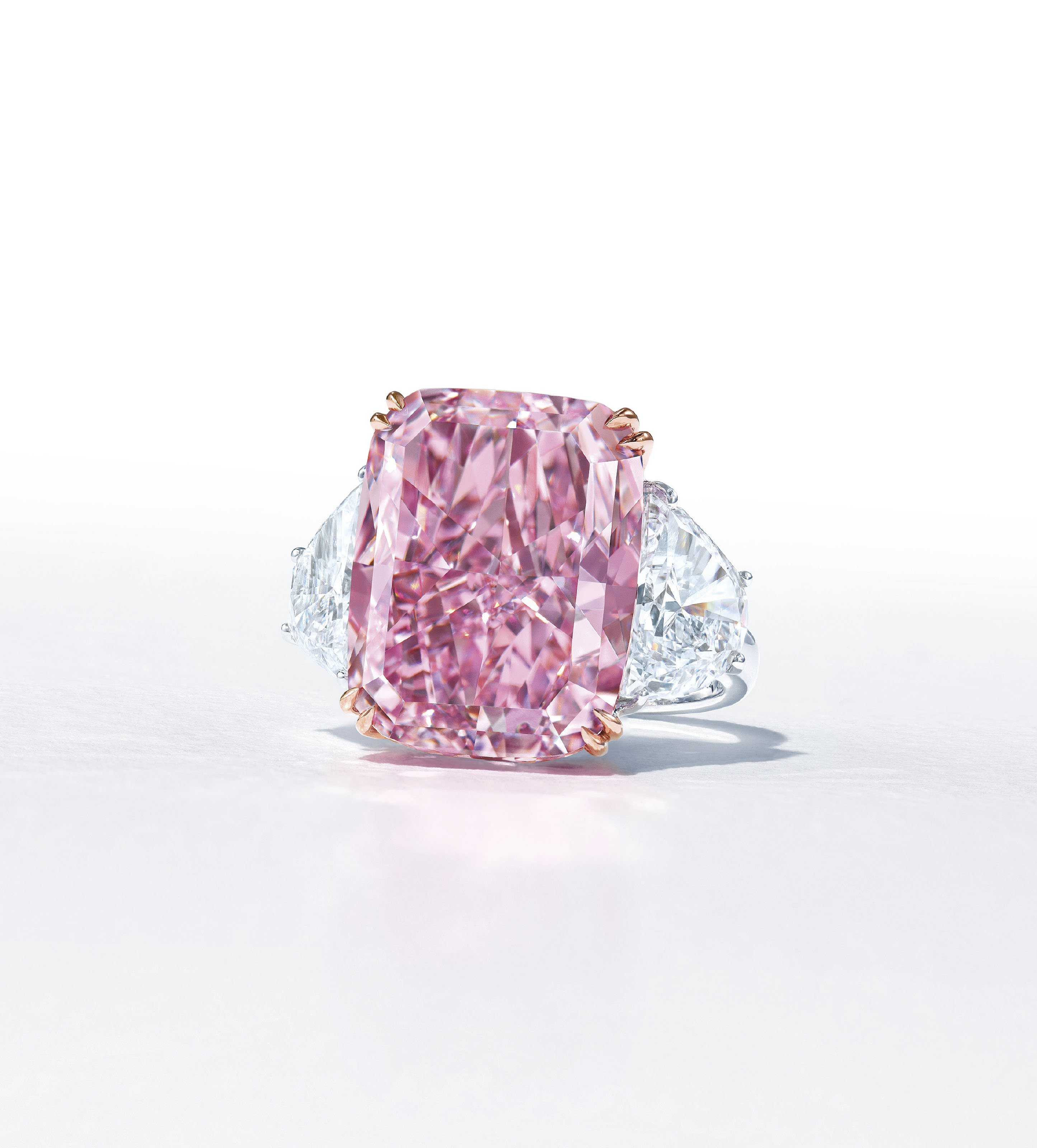 MAGNIFICENT COLOURED DIAMOND AND DIAMOND RING