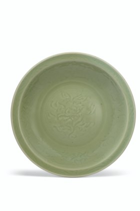A LARGE CARVED LONGQUAN CELADON DISH