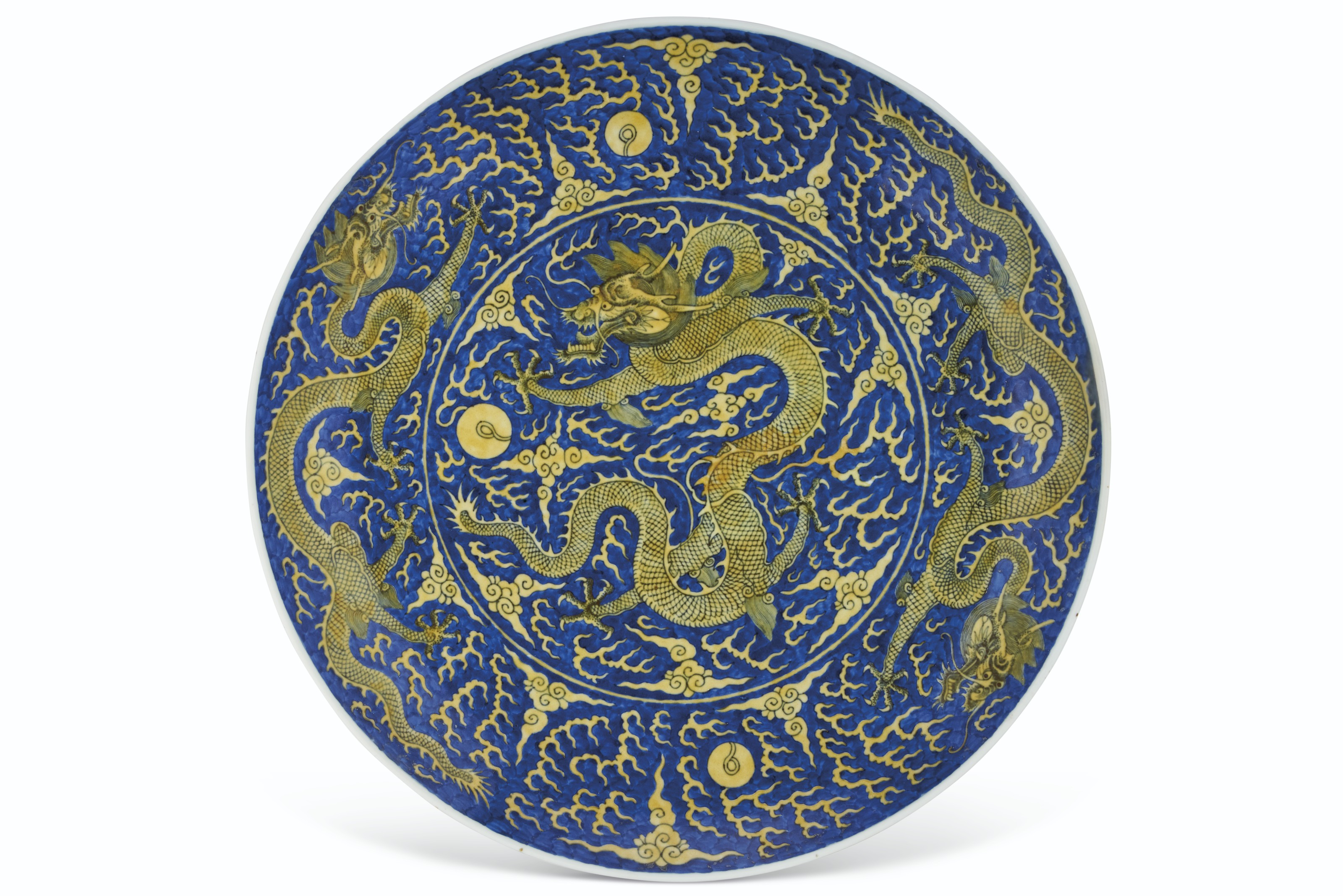 A LARGE YELLOW ENAMEL AND UNDERGLAZE-BLUE-GROUND 'DRAGON' DISH