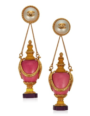 Important unsigned Chanel oversized faux pearl and resin earrings, late 20th century. Estimate $3,000-5,000. Offered in Susan and Karl Important Chanel Fashion Jewellery from the Collection of Mrs. John H. Gutfreund, 14-29 January, Online