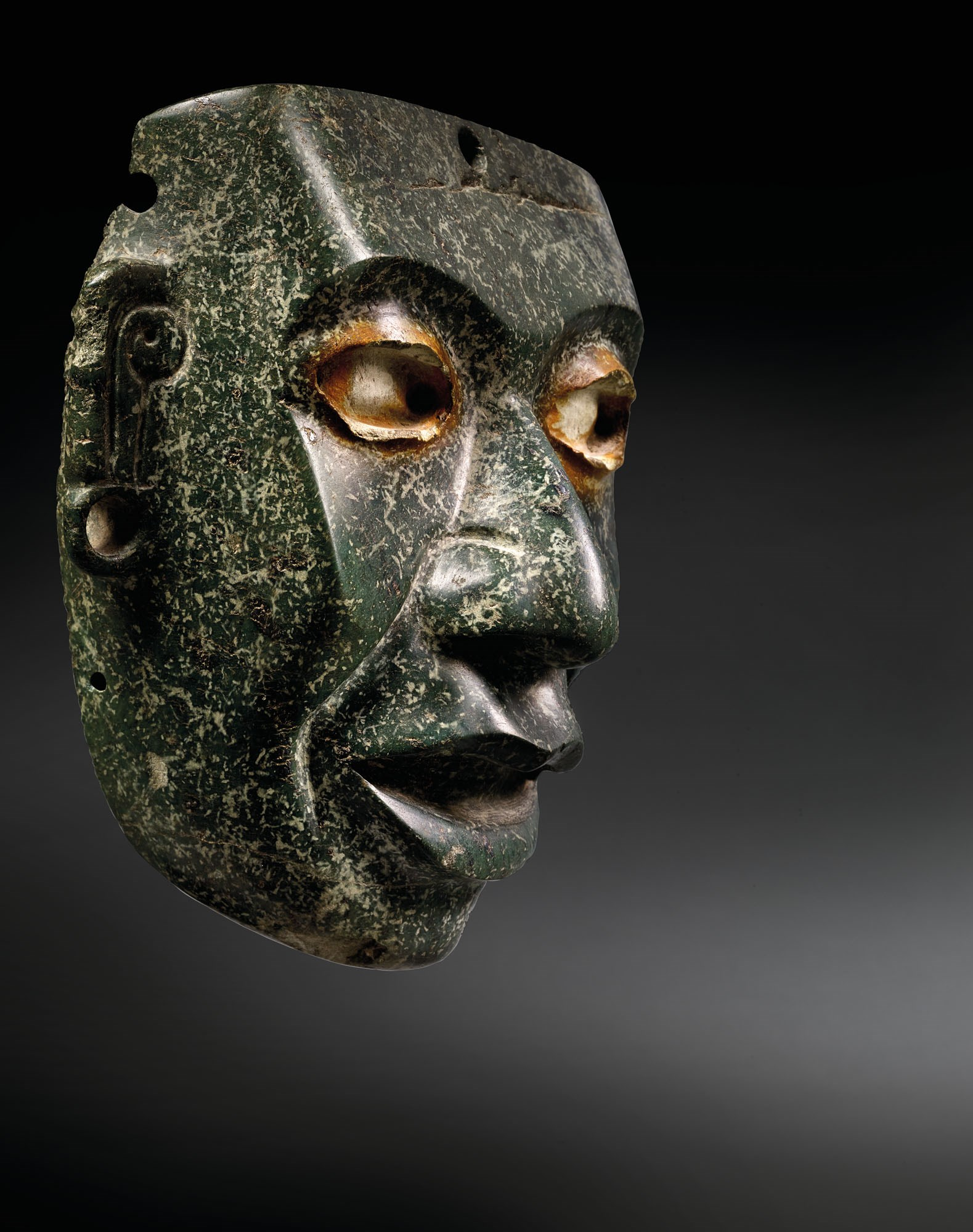 Teotihuacán serpentine mask, circa 450-650 AD. Estimate €350,000-550,000. Offered in Quetzalcoatl serpent à plumes on 9 February 2021 at Christie's in Paris