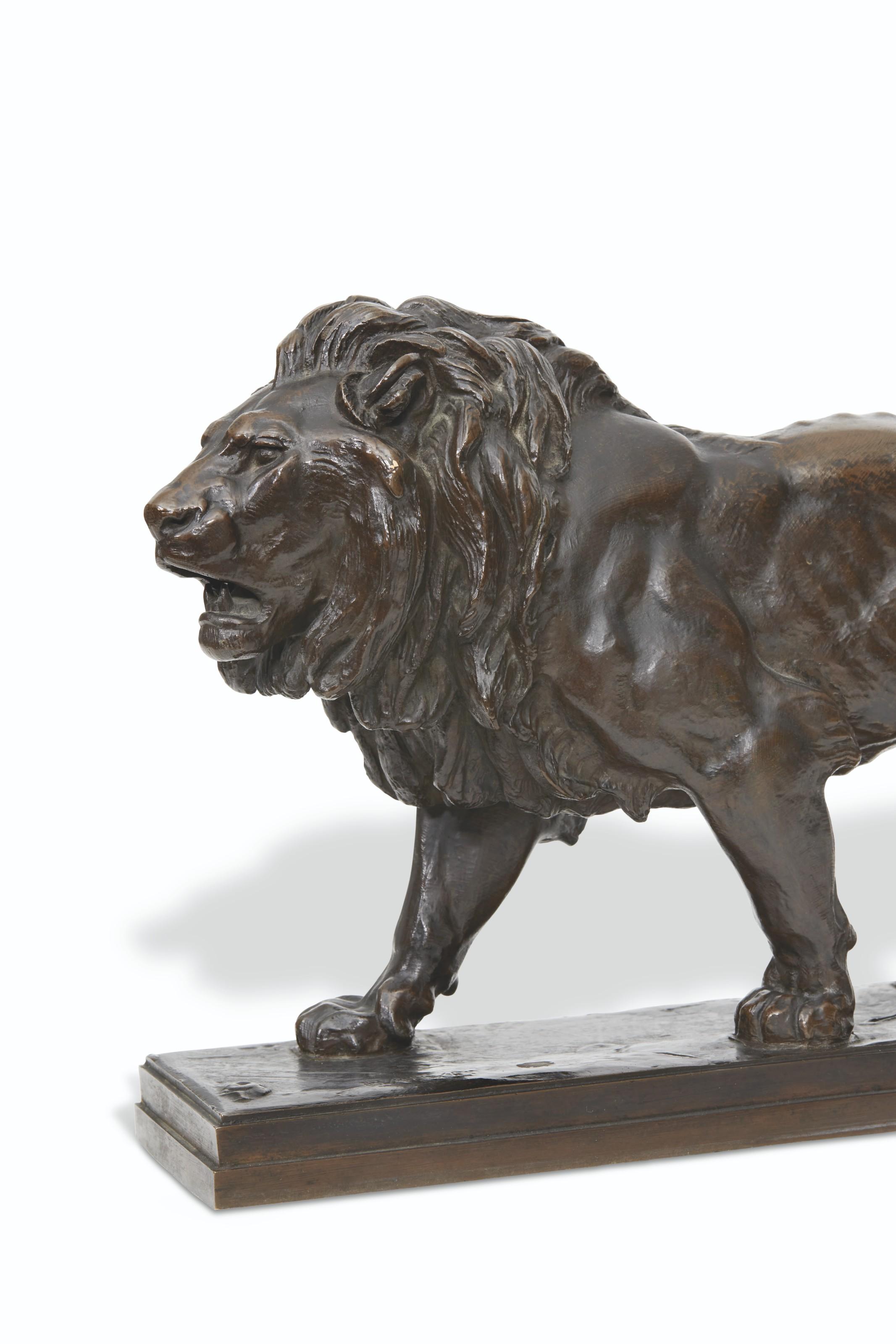 LION QUI MARCHE (avec plinthe rectangulaire)