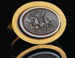 A ROMAN GOLD AND SARDONYX FING