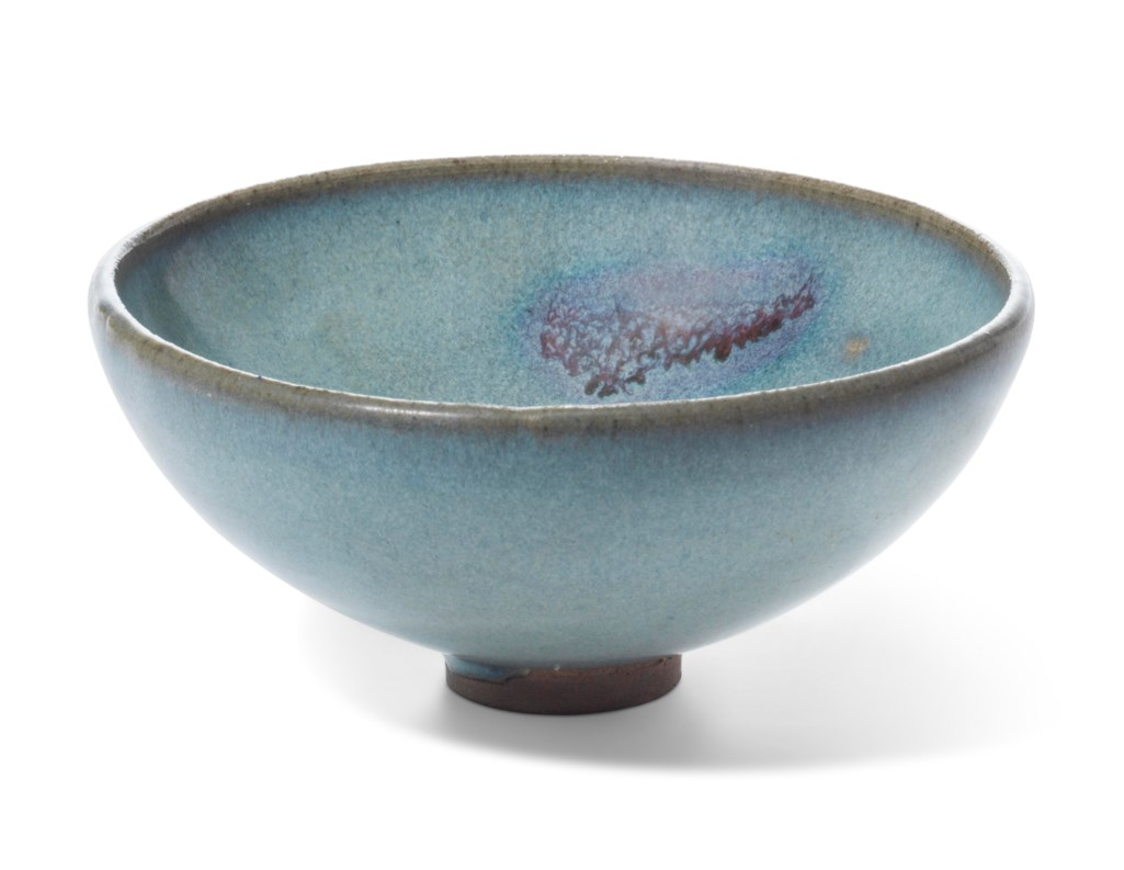 A SMALL JUNYAO PURPLE-SPLASHED BOWL