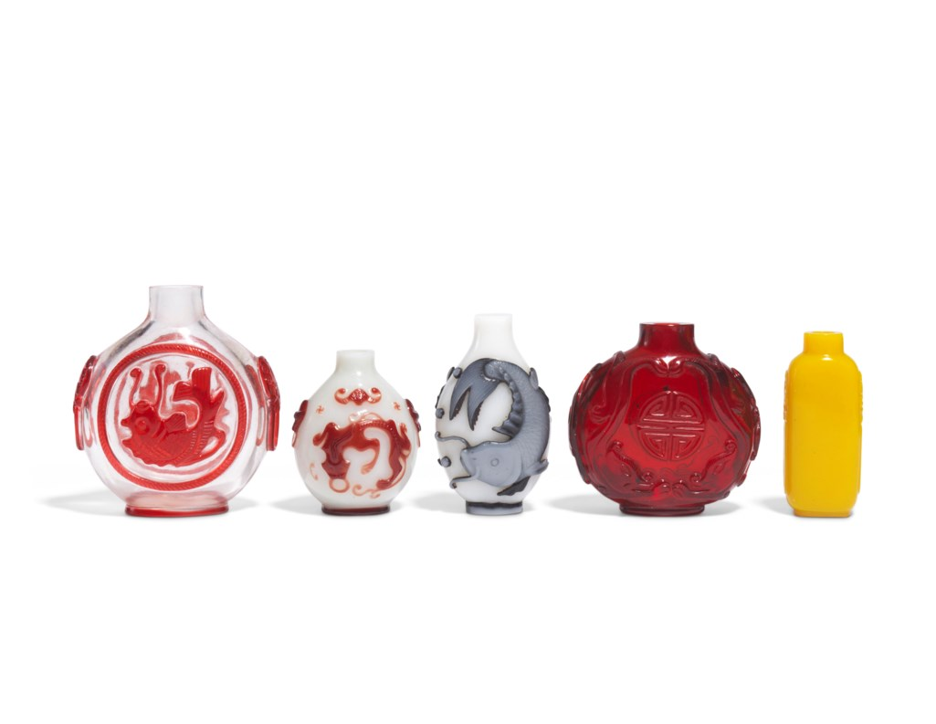 FIVE GLASS SNUFF BOTTLES