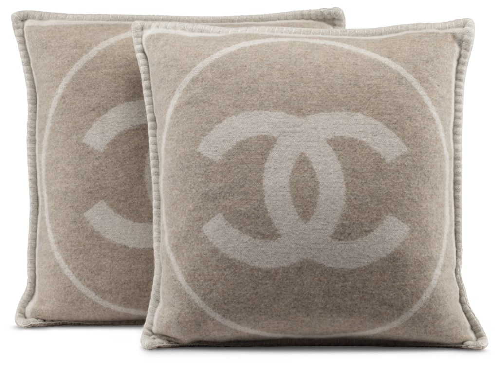 A SET OF TWO IVORY & BEIGE WOOL THROW PILLOWS