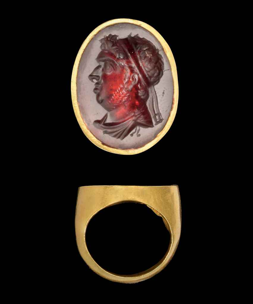 A HELLENISTIC GOLD AND GARNET