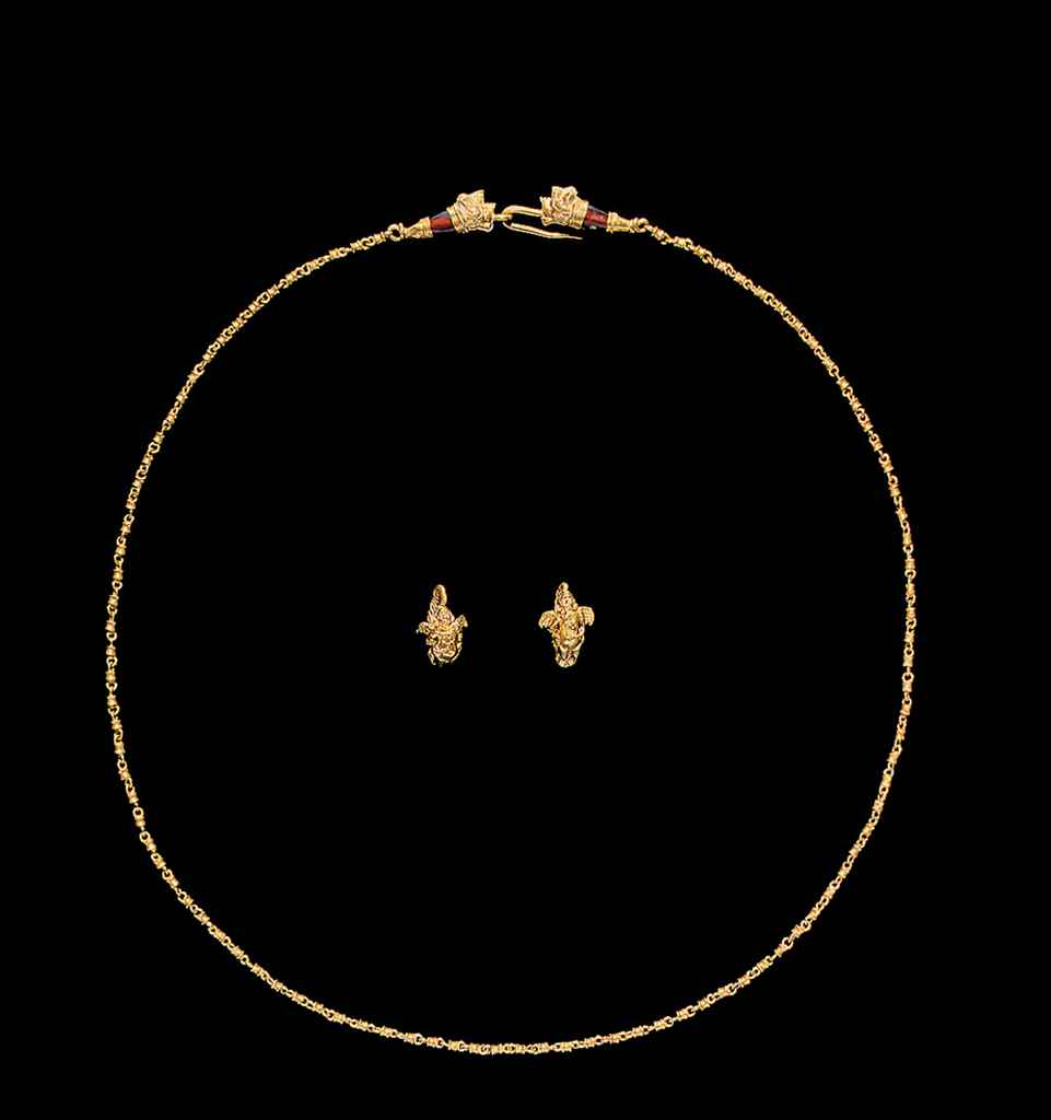 A HELLENISTIC GOLD NECKLACE