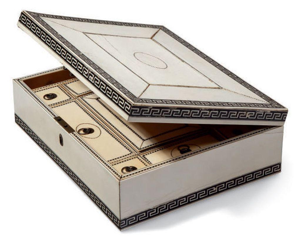 Boite a ouvrage en santal de mysore et placage d 39 ivoire d for Boite ouvrage
