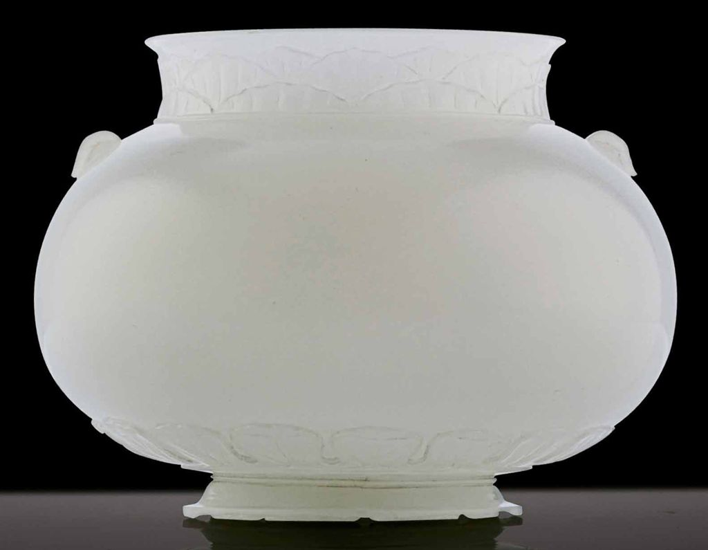 A FINELY CARVED WHITE JADE MUG