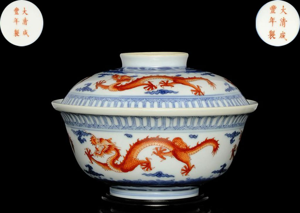 AN UNDERGLAZE BLUE AND IRON-RED BOWL AND COVER