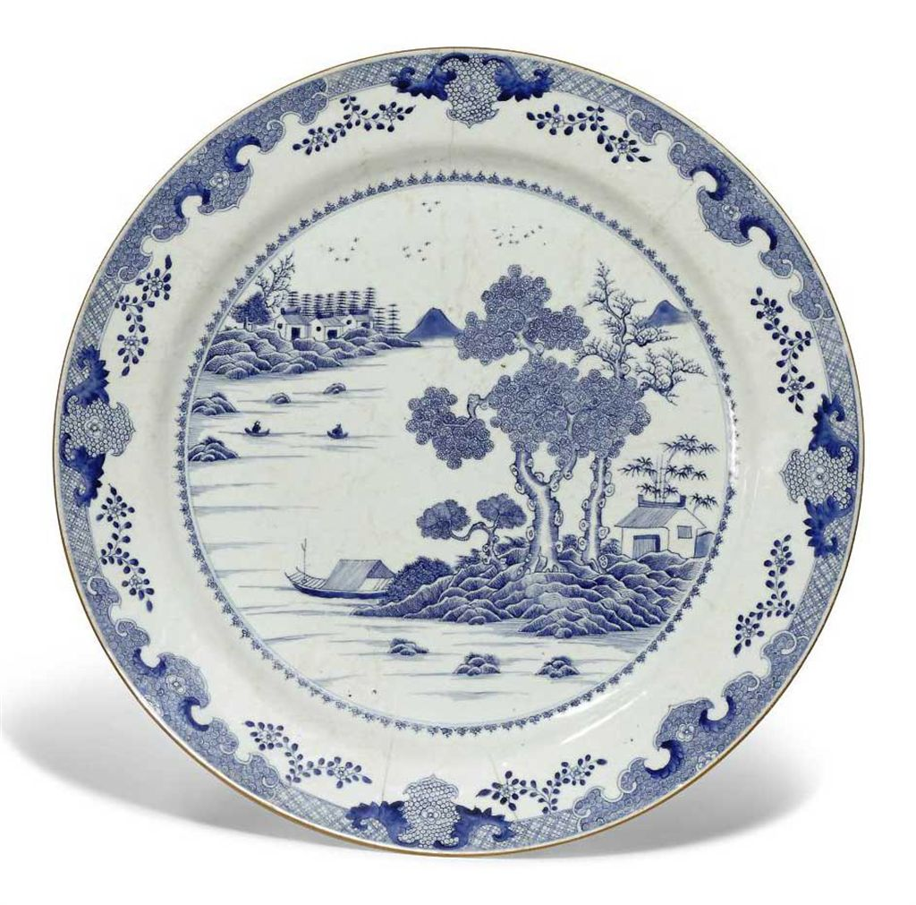 A LARGE CHINESE EXPORT BLUE AND WHITE CHARGER