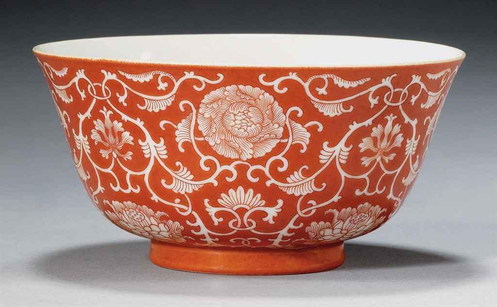 Bol en porcelaine a fond corail chine dynastie qing marque a six caracteres en cachet et for Porcelaine de chine